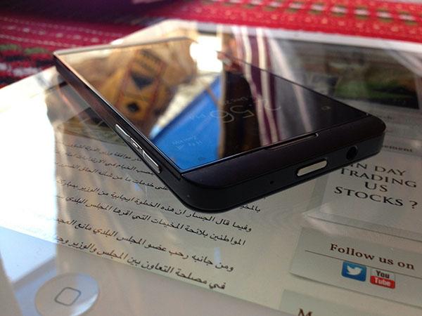 """BlackBerry Z10 În noi imagini, """"Întovărășit"""" cu un iPad"""