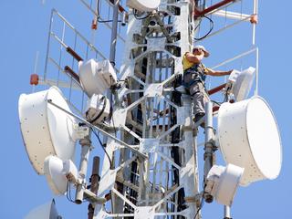 5 operatori de telefonie din România intra în licitaţia pentru spectru 4G