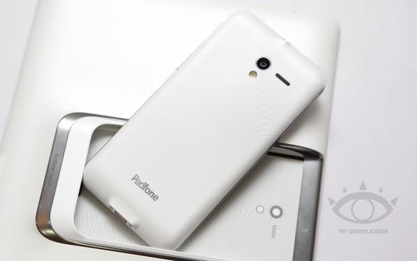 ASUS Padfone 2 În varianta albă, primul set de fotografii