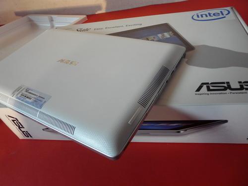 ASUS Eee Slate B121 scos din cutie, la pachet cu Windows 8! (Video)