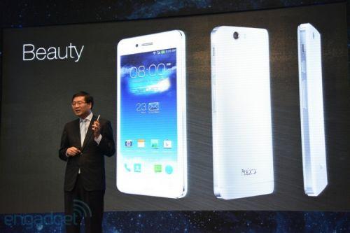 ASUS prezintă noul PadFone Infinity, cu procesor Snapdragon 800 şi îmbunătăţiri de design