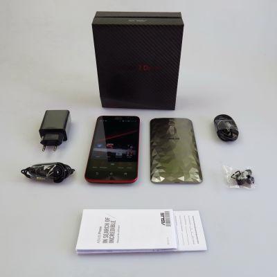 ASUS ZenFone 2 Deluxe Special Edition, continutul cutiei