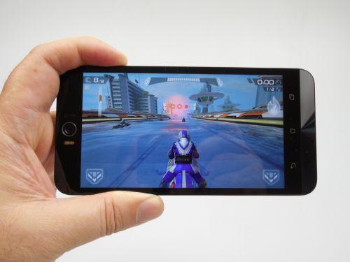 ASUS ZenFone Selfie cum se comporta in jocuri
