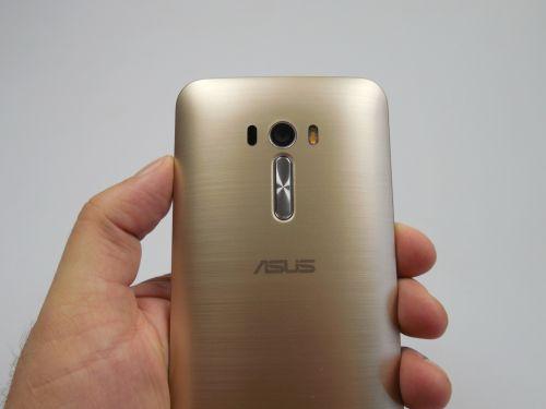 ASUS ZenFone Selfie, privit din spate