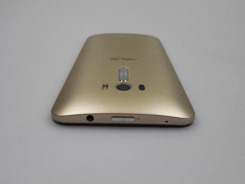 ASUS ZenFone Selfie din lateral