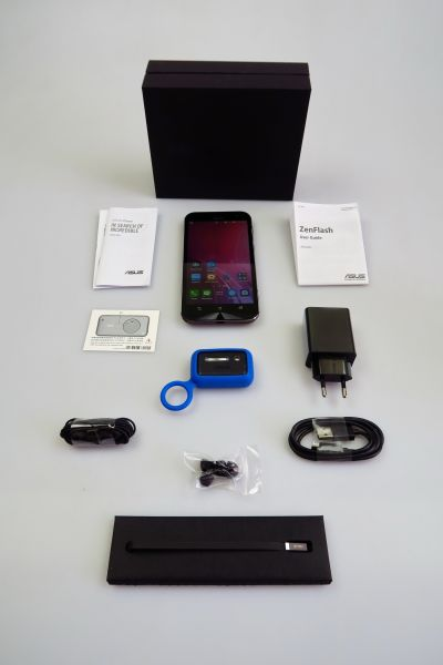 ASUS ZenFone Zoom, continutul cutiei
