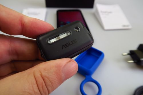 ASUS ZenFone Zoom scos din cutie