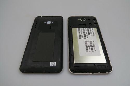 ASUS ZenFone MAX, cu spatele inlaturat