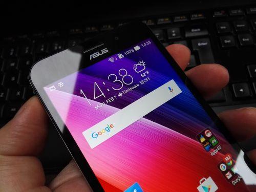 Ecranul lui ASUS ZenFone MAX