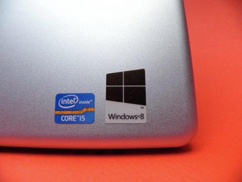 Acer Iconia W700 - procesor Intel Core i5 33710 dual core de 1.7 GHz
