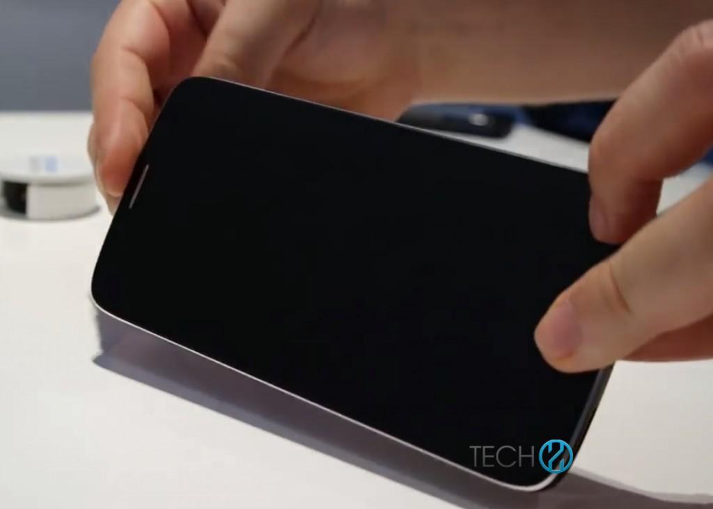 Iată Încă un telefon cu ecran curbat, produs de Alcatel de această dată!