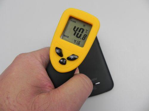 Telefonul de față atinge 41.6 grade Celsius după jucat 15 minute de Riptide GP2