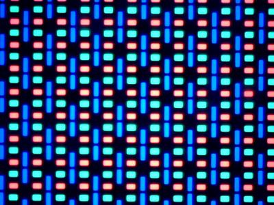 Ecranul lui Allview P8 Energy la microscop