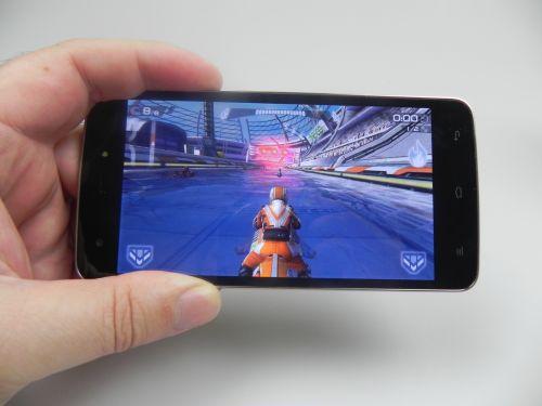 Allview V1 Viper S 4G rulează jocuri cu grafica 3D, precum Riptide GP2