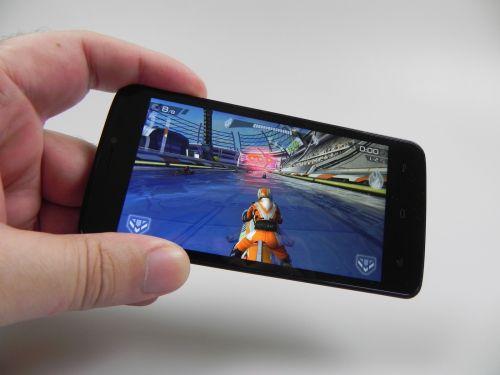 Allview V1 Viper e rulează jocul cu grafică 3D Riptide GP2 fără probleme