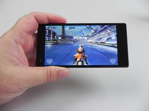 Allview X2 Twin nu suferă de lag și rulează jocul cu grafică 3D Riptide GP2 fără probleme