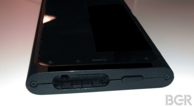 Telefonul Amazon prezentat În exclusivitate În imagini reale, vine cu 6 camere si interfata 3D