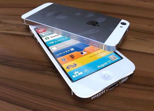 iPhone 5 alungit acum și pe alb, creatorul conceptului care a păcălit Gizmodo se Întoarce
