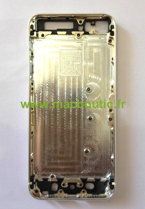 Iată și iPhone-ul 5S cu carcasă aurie, acum În primele imagini