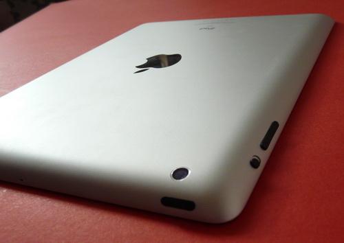 noul iPad fotografiat din spate
