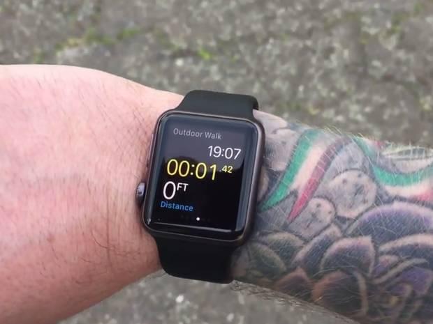 """Apple Watch se confruntă cu """"TattooGate"""" şi cu probleme ale motorasului taptic"""