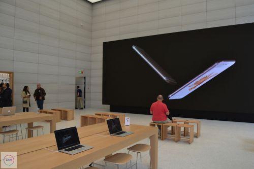 Iată cum arată primul Apple Store imaginat de Jony Ive, și asemănările dintre acesta și magazinul deschis de eMAG în București