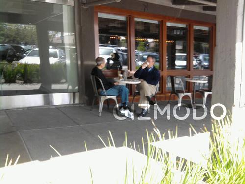 Steve Jobs si Eric Schmidt la cafea