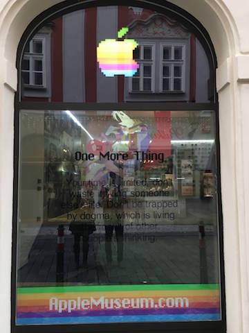 Un muzeu neoficial Apple a fost deschis în Praga şi arată spectaculos