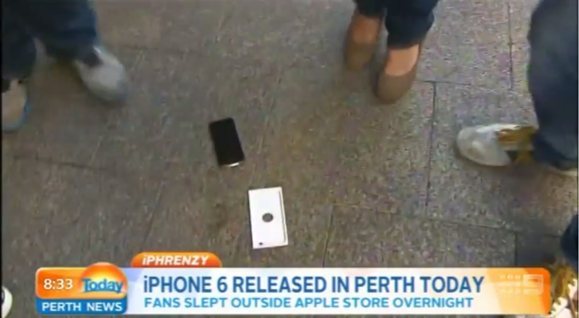 Primul posesor de iPhone 6 Își scapă telefonul pe jos din cauza emoțiilor