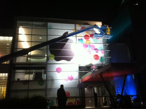Pregătiri pe ultima sută de metri pentru evenimentul de lansare a lui iPad 2: iată cum arată Centrul Yerba Buena