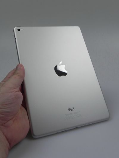 iPad Air 2 partea spate