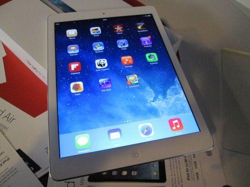 Noul iPad Air lansat oficial În cadrul showroom-ului eMAG