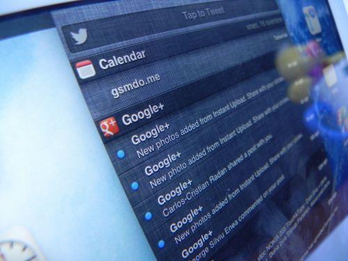iPad mini - Twitter și Facebook sunt integrate profund În experiența iOS, iar zona de notificări Își face simțită prezența..