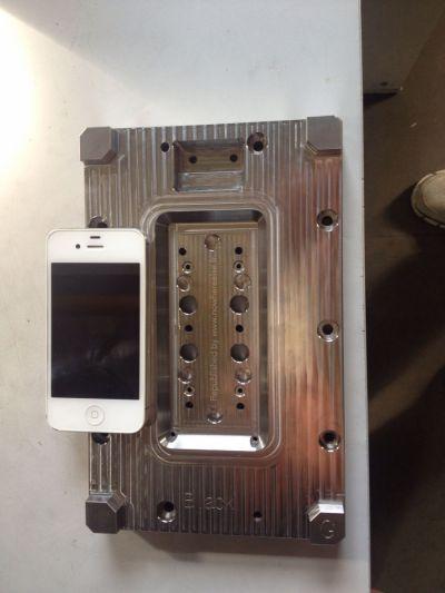 Încă o imagine cu matrița lui iPhone 6 apare, plus o fotografie a panoului său frontal
