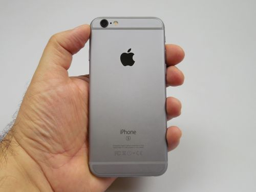 iPhone 6S privit din spate