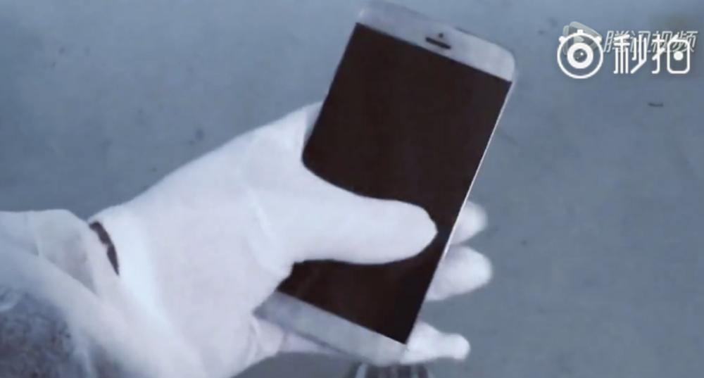 Un presupus iPhone 7 apare sub formă de prototip într-un clip filmat în fabrica Foxconn… probabil fals (Video)