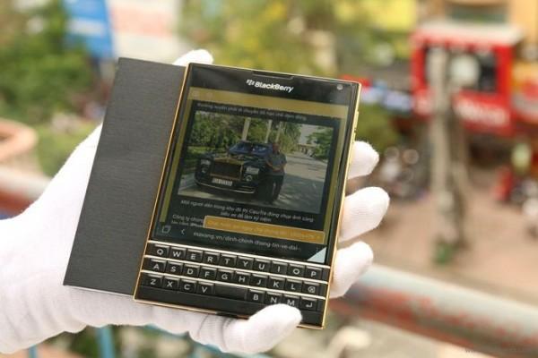 BlackBerry Passport primește o versiune suflată cu aur de 24 de karate În Vietnam
