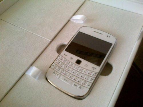BlackBerry Bold 9900, acum ?i în varianta alb?; Pe când ?i la noi?