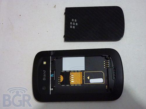 BlackBerry Bold Touch - iată și imagini cu telefonul cu ecran touch și tastatură QWERTY