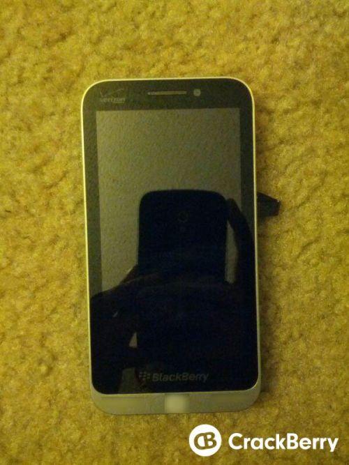 Un nou smartphone BlackBerry din Seria C ajunge pe web În noi imagini