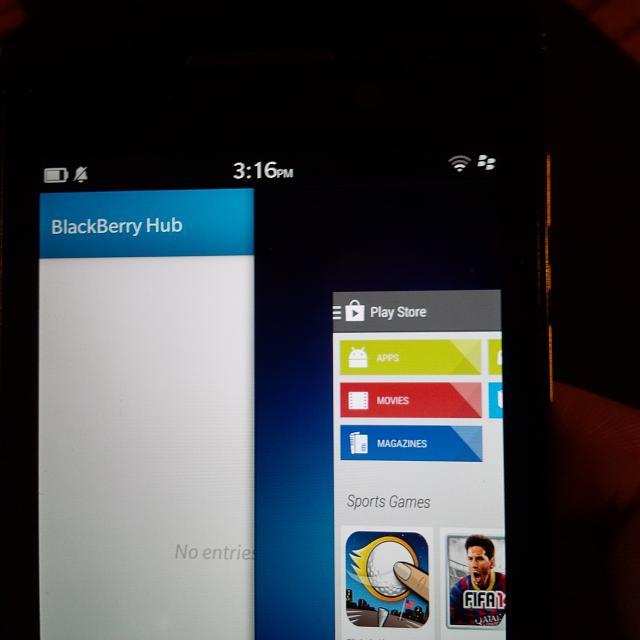 Câteva fotografii Îl arată pe BlackBerry Z10 rulând aplicația PlayStore