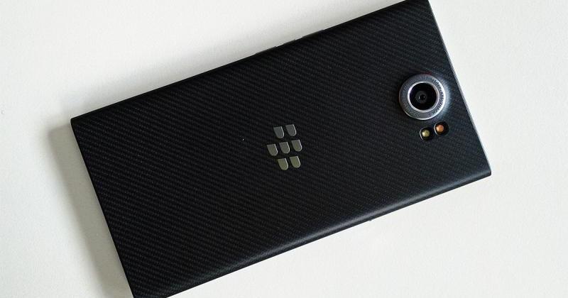 Una dintre primele prezentări ale lui BlackBerry Priv, include unele aspecte negative legat de noul telefon, precum focalizarea camerei și elemente legate de design