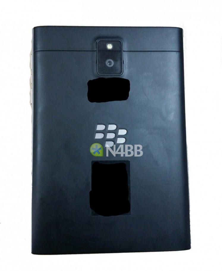 Cel mai ciudat design de telefon din 2014: BlackBerry Windermere Q30 apare În fotografii