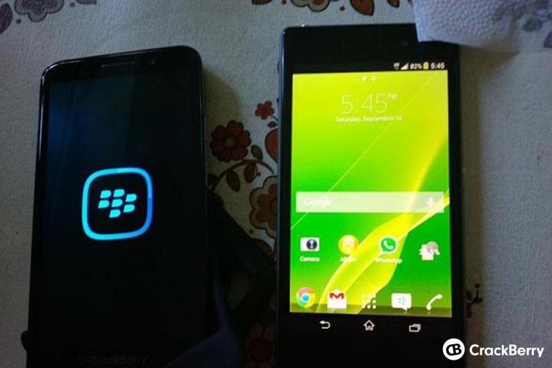 BlackBerry Z30 și Sony Xperia Z1 alăturate