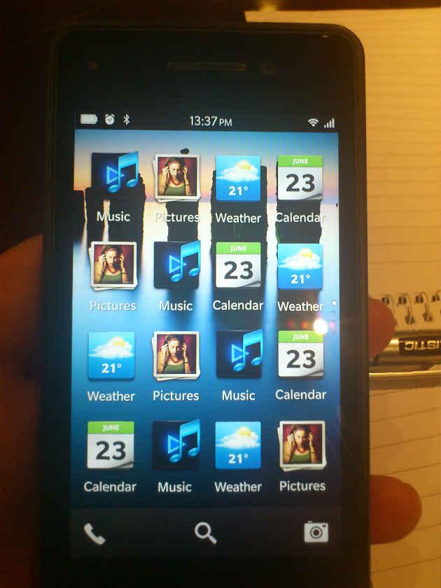 BlackBerry 10 OS ni se prezintă În noi imagini: lista de aplicații și inbox-ul