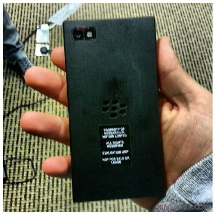 Un nou telefon BlackBery 10 OS misterios Își face apariția; Ca un Z10 dar mai lat!