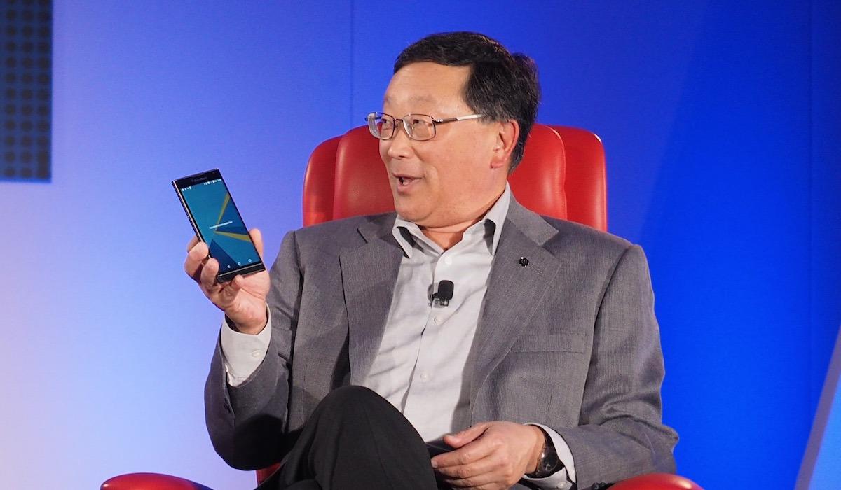 BlackBerry ar putea renunţa la producţia de telefoane de anul viitor