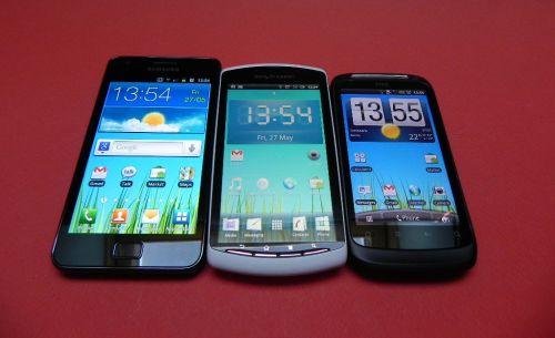 Sony Ericsson Xperia Play versus Samsung Galaxy S II versus HTC Desire S, batalia display-urilor