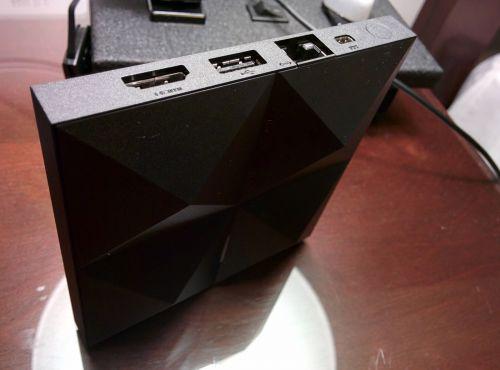 Iată cum arată consola Android TV și joystickul său, Într-un unboxing al unui developer