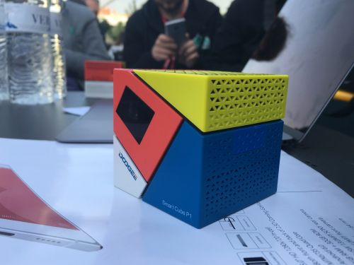 Iată câteva dintre noile produse Doogee pregătite pentru debut în perioada următoare: smartphone-uri deca-core și mini-proiectoare